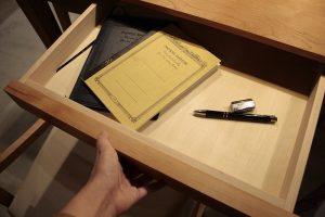 SOLIDのダイニングテーブルの画像