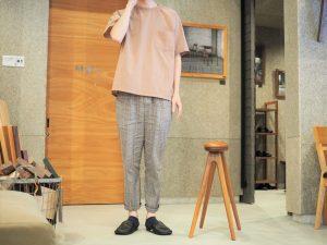 SOLID大阪スタッフとスツール写真